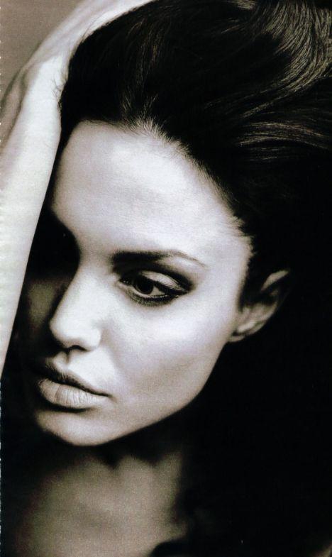 Jolie'nin şok pozları - 57